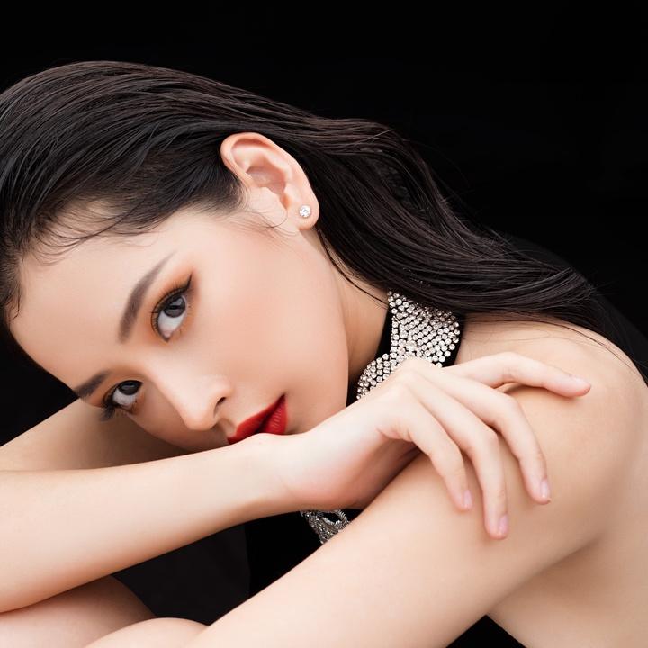 Hot girl Chi Pu khoe vẻ đẹp sexy khi diện váy xẻ táo bạo
